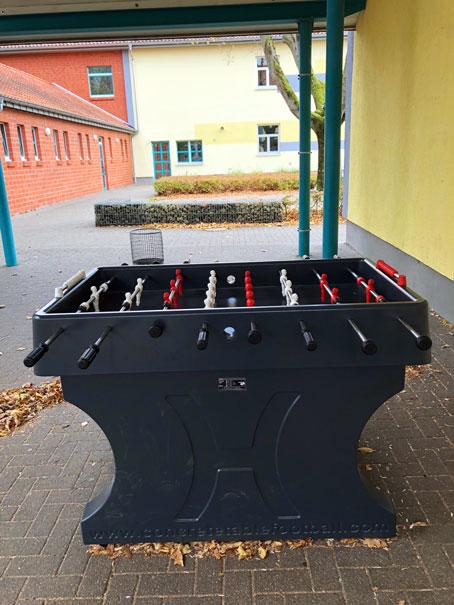 Übergabe Tischfussballkicker aus Beton für Friedrich-Ebert Schule Hürth