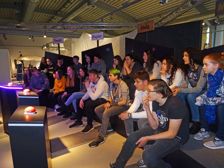 Besuch einer Experimentierausstellung der Klasse 10d der Friedrich-Ebert Schule Hürth