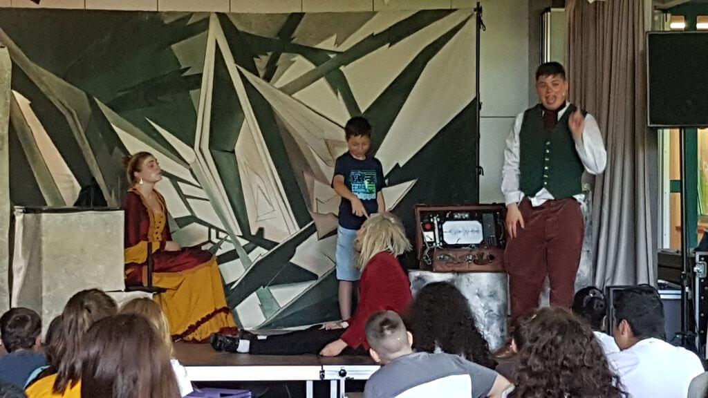 """Aufführung der englischen Theatergruppe """"White Horse"""" in unserer Friedrich-Ebert-Schule Hürth"""